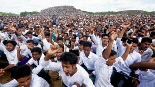 Près de 200000 Rohingyas manifestent dans le camp de Kutupalong au Bangladesh pour commémorer le deuxième anniversaire de la crise des Rohingyas, le 25 août 2019.