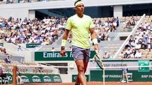 Rafael Nadal beat David Goffin in four sets to reach the last 16 at the French Open.