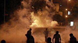 Pelo menos três pessoas morreram durante os choques entre manifestantes e as forças de segurança na noite de sexta-feira (09) nos arredores da Embaixada de Israel no Cairo.