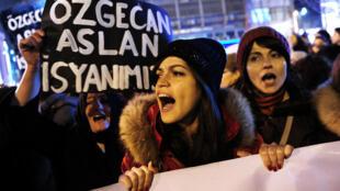 Manifestation à Istanbul contre les violences faites aux femmes. Photo datée du 14 février 2015.
