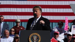 Presidente Donald Trump discursando em um ato de campanha em Elko, Nevada, U.S., no dia 20 de outubro de 2018.