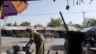 Au Sénégal, la «street-food» est de plus en plus prisée.