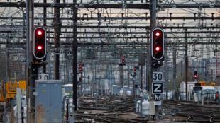 Des voies vides de train à la gare de Lyon, à Paris (image d'illustration).