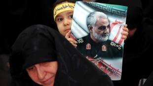 به نوشتۀ لوموند اصولگرایان با بهره برداری از نتایج سیاسی مرگ قاسم سلیمانی در پی تحکیم سلطۀ خود بر ایران هستند.