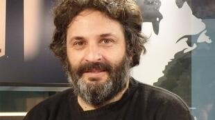 Hernán Ronsino en los estudios de RFI