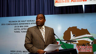 Andre Okombi Salissa delivers a speech in Tunis, May 2006.