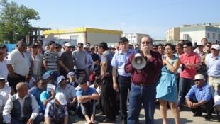 Болат Атабаев на митинге нефтяников