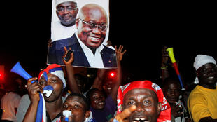 Les partisans du président élu du Ghana, Nana Akufo-Addo, dans les rues d'Accra après l'annonce de sa victoire, le vendredi 9 décembre 2016.