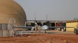 L'armée française a décidé de conserver deux types de drones à Niamey. Deux «Reaper» et un «Harfang», vu ici durant Serval. Les «Harfang» affichent toutefois des capacités de détection aujourd'hui dépassées.