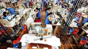 Indústria têxtil portuguesa se renova e bate concorrentes chineses