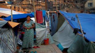 Tiendas de damnificados en la ciudad de Baktapur, cerca de Katmandú, 18 de mayo de 2015.