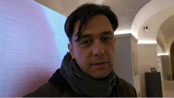 O artista ítalo-brasileiro César Meneghetti.