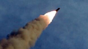 Một tên lửa Bắc Triều Tiên được bắn thử. Ảnh không đề ngày tháng do KCNA phổ biến ngày 25/08/2019.