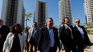 Dirigentes da Comitê Olímpico Internacional visitam as instalações dos jogos do Rio.