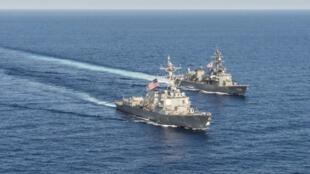 Ngày càng có nhiều nước muốn hiện diện quân sự ở Biển Đông để khẳng định vị thế cường quốc. (Trong ảnh:  Hải quân Mỹ Nhật diễn tập ở Biển Đông, ngày 21/04/2015)