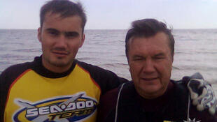 Виктор Янукович-младший с отцом, бывшим президентом Украины Виктором Януковичем