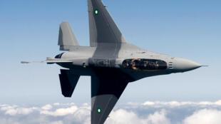 存档图片:Un chasseur F16 de l'armée pakistanaise. Les frappes aériennes se poursuivent au mois de juin 2015 dans la région tribale du Waziristan, frontamière avec l'Afghanistan où sont basées des poches de résistance talibanes.