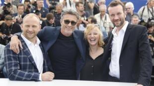 """Đoàn làm phim """"Chiến Tranh Lạnh"""" (Zimna wojna) đến tranh giải tại Cannes, Pháp, ngày 11/05/2018."""