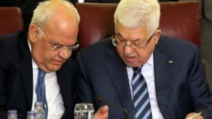 محمود عباس و صائب عریقات در اجلاس اتحاده عرب در قاهره