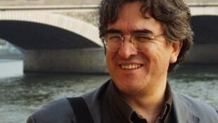 El escritor colombiano Eduardo García Aguilar, autor de 'París exprés, crónicas parisinas del siglo XXI'.