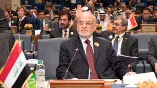 Le ministre irakien des Affaires étrangères Ibraim al-Jaafari lors de la Conférence internationale pour la reconstruction de l'Irak, au Koweït, le 13 février.