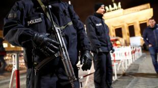 Segurança reforçada no Portão de Brandemburgo, em Berlim (27/12/16).
