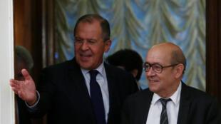 «Nous ne cherchons ni l'isolement de la Russie du reste de l'Europe, ni son affaiblissement économique», a affirmé Jean-Yves Le Drian à son homologue Sergueï Lavrov.