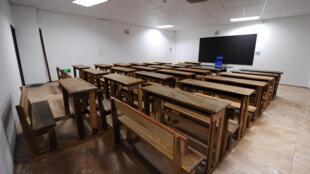 Salle de classe vide à Libreville, Gabon.