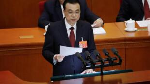 O primeiro-ministro chinês, Li Keqiang, discursa na sessão inaugural da Assembleia Popular Nacional (APN), em Pequim.