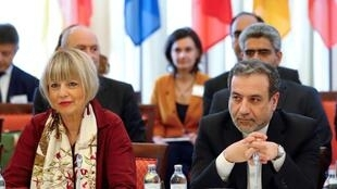 Trưởng đoàn đàm phán hạt nhân Iran Abbas Araqchi (P) và tổng thư ký Tổng cục đối ngoại LHCA Helga Schmit trong một cuộc họp tại Vienna, Áo, ngày 28/06/2019