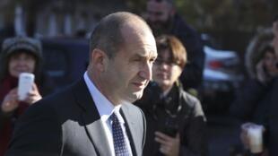 L'opposant socialiste Roumen Radev, élu au second tour de la présidentielle, à Sofi, le 13 novembre 2016.