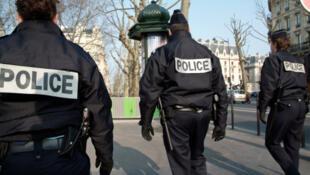 Des agents de police français.
