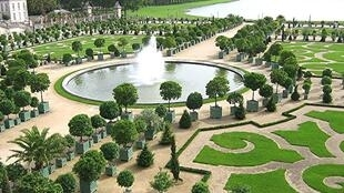 Shooting films in the gardens of Versailles costs 10,000 euros per day...