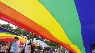 Однополые браки признаются в 16 из 28 стран-членов ЕС.