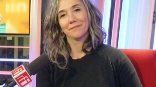 Paula Giusti en los estudios de RFI
