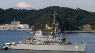 Chiếc tàu phá mình USS Guardian