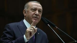 Segundo analistas, o presidente turco Recep Tayyip Erdogan dá sinais de uma abertura em busca de apoio de aliados ocidentais.