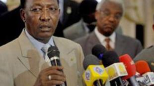 Le président tchadien Idriss Deby Itno (G), le 9 février 2010.