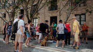 Khách du lịch tại thủ đô La Habana, Cuba, ngày 07/05/2019.