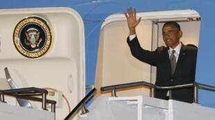 Barack Obama desembarcou em Pretória na noite dessa sexta-feira.