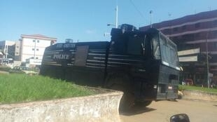 Riot police deployed in Bamenda on 29 August 2017.