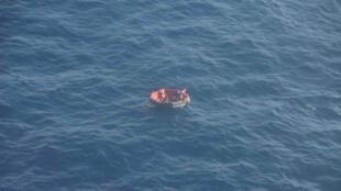 Найденная 28 сентября французскими спасателями шлюпка с моряками затонувшего буксира Bourbon Rhode