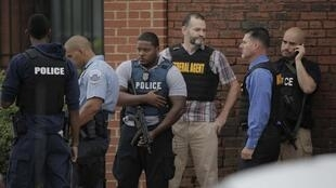 Полиция у здания Адмиралтейства, Вашингтон, США 16 сентября, 2013
