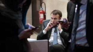 ВЕлисейском дворце подчеркивают, что«президент выскажется, когда сочтет необходимым», апока онзанят вопросами, связанными спожаром вНотр-Даме
