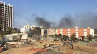 Les échauffourées entre étudiants et forces de l'ordre ont éclaté devant l'université Cheikh Anta Diop de Dakar.