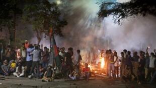 Des échauffourées, qui ont commencé dimanche soir et ont duré jusqu'au petit matin, ont transformé l'université de Dacca, la plus grande du pays, en champ de bataille.