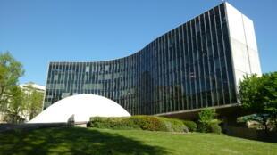 Oscar Niemeyer e os camaradas franceses