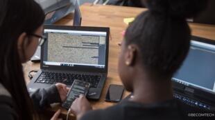 Après s'être formées à l'informatique pendant le programme d'été JUMP IN TECH, les Ambassadrices de l'association BECOMTECH continuent à développer leurs compétences grâce à l'accompagnement de l'association et via la communauté des Ambassadrices.