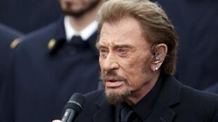Январь 2015. Джонни Холлидей исполняет песню «Январское воскресенье» о марше миллионов французов в память погибших в терактах
