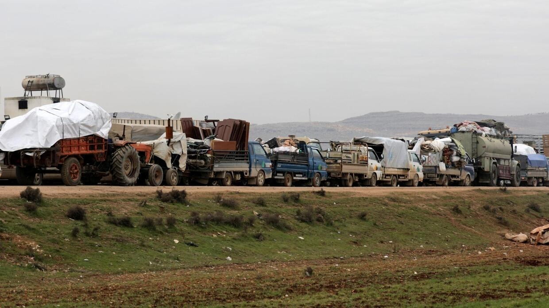 Đoàn xe chở dân Syria di tản khỏi vùng chiến sự Idlib, ngày 11/02/2020.
